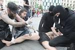 Desítka aktivistů si nechala na kůži vypálit číslo 269 žhavým železem, které se dříve používalo a někde stále používá pro značení dobytka. Chtěli tak poukázat na zneužívání zvířat a vyjádřit s ním nesouhlas.