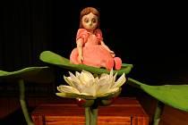 Výpravu pohádky O Malence vytvořila japonská výtvarnice Yumi Mráz Hayashi.