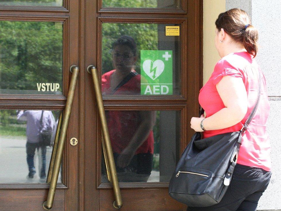Defibrilátor na rektorátu Masarykovy univerzity.