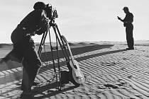 FOTOGRAFIE Z CEST. Ingriš se v Peru seznámil s  mořeplavcem Thorem Heyerdahlem, s nímž spolupracoval i jako fotograf.