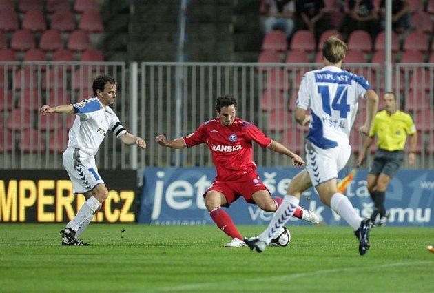 David Kalivoda střílí vedoucí gól Brna v zápase proti Liberci