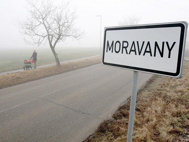 Nejvyšší správní soud zrušil územní plán, který v Moravanech umožňoval masivní výstavbu. Obec čekají problémy.