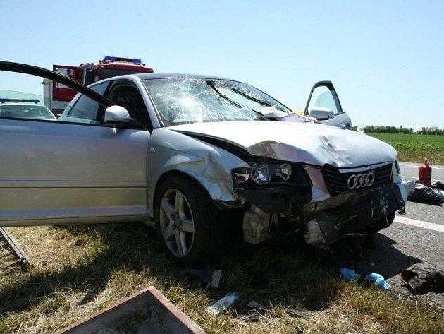 Policie pátrá po viníkovi velmi vážné doravní nehody, která v úterý před devátou hodinou ráno uzavřela silnici I/53 u Pohořelic na Brněnsku.