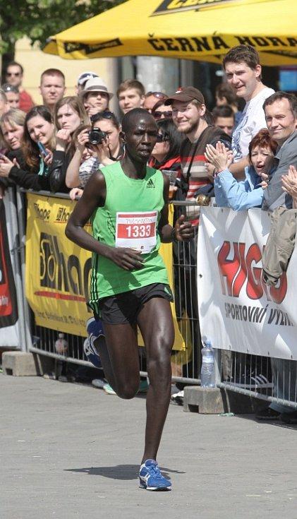 O téměř minutu a půl vylepšil maximum z prvního Brněnského půlmaratonu vítěz sobotního druhého ročníku Elisha Kiprotich Sawe z Keni.