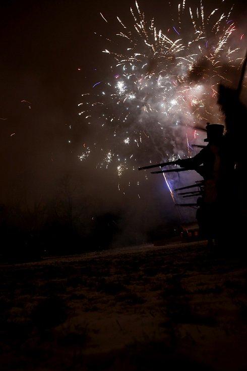 Ukázku bitvy předvedli vojáci v sobotu v zámeckém parku ve Slavkově u Brna. Zúčastnil se jí i redaktor Rovnosti Michal Hrabal. Při připomínce výročí bitvy tří císařů.