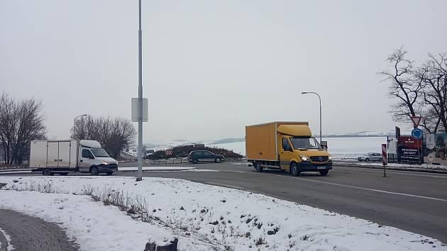 FOTO: Vytíženou křižovatku ve Slatině čeká přestavba. Kapacita nestačí