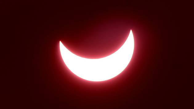 Pozorování zatmění slunce na brněnské Kraví hoře.