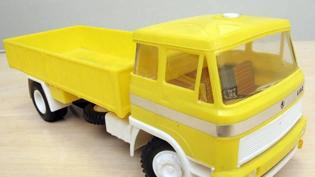 Automobil Liaz.