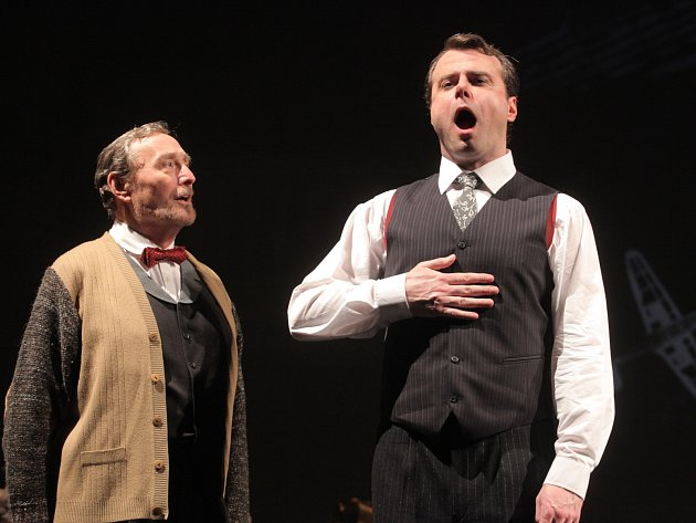 Anglického vévodu z Yorku a jeho svérázného australského logopeda ztvární v brněnském Mahenově divadle herci Martin Sláma (na snímku vpravo) a Ladislav Frej. Mezi netradiční dvojicí se postupně vyvine neokázalé přátelství.