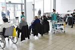 Očkování seniorů proti covidu-19 v očkovacím centru na brněnském výstavišti.