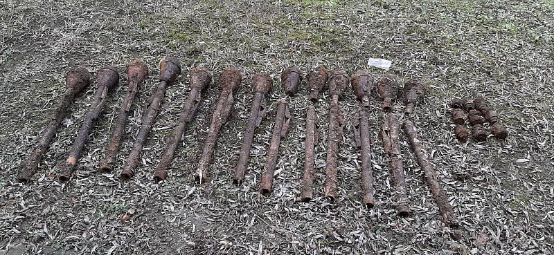 Ve vnitrobloku domu v brněnské Šumavské ulici se dlouhá léta ukrývala nevybuchlá munice z druhé světové války.