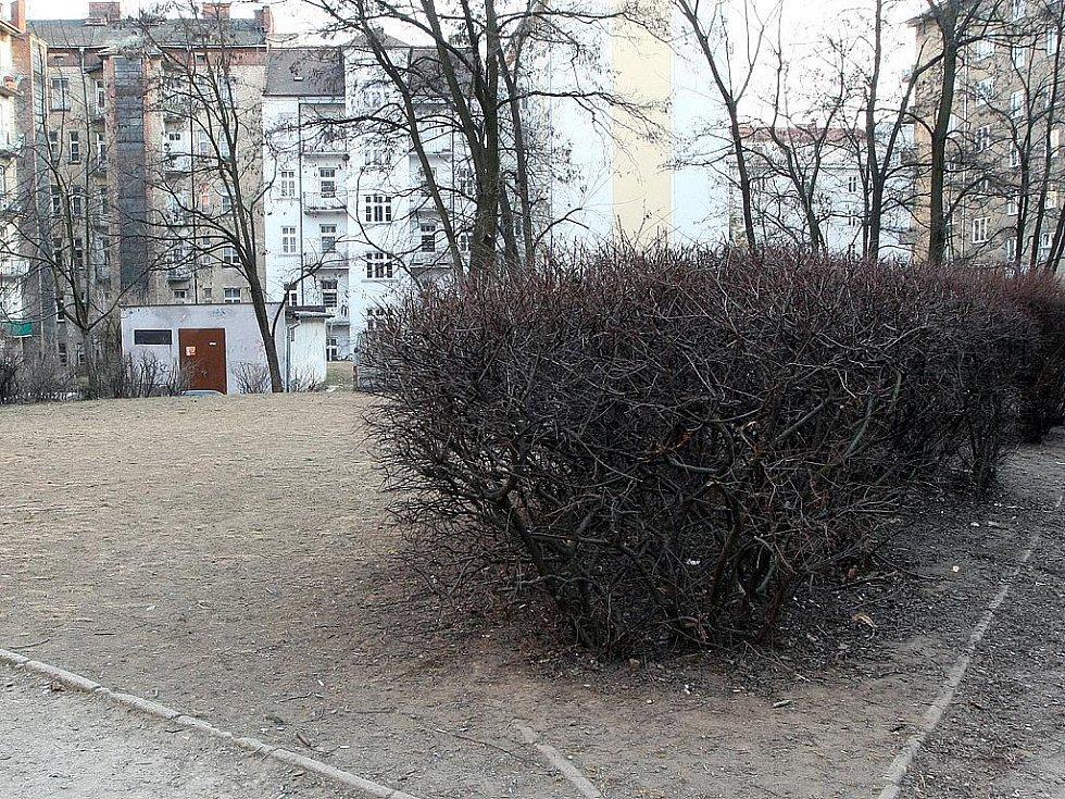 Vnitroblok v brněnské ulici Čápkova.