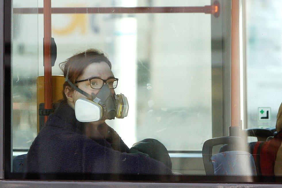 Brno 19.3.2020 - město po vyhlášení zákazu pohybu bez ochrany ústa nosu.
