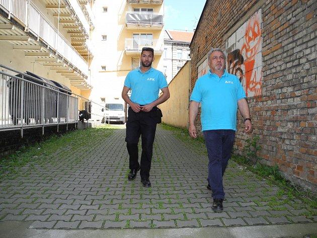 Šest nových asistentů prevence kriminality pomůže od začátku příštího roku brněnským strážníkům.