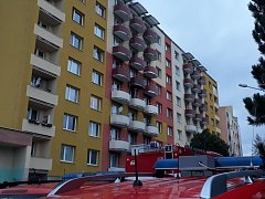 Hořelo ve čtvrtém patře bytového domu v bystrcké Ondruškově ulici.