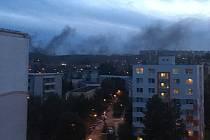 V objektu bývalého nákupního centra Letná v Černého ulici v brněnské Bystrci začalo hořet v neděli kolem půl sedmé večer.
