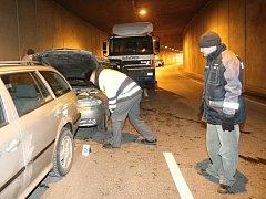Hromadná nehoda v tunelu v Husovicích.