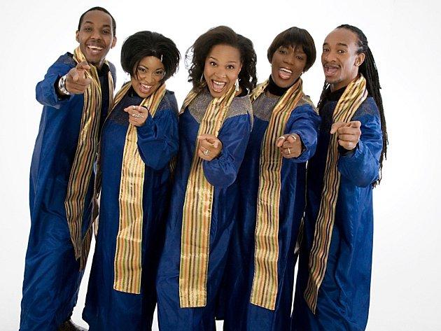Americký gospelový soubor Stella Jones & The Christmas Singers se po roce vrací do Brna.