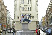 Jezdecká socha prezidenta Václava Klause.