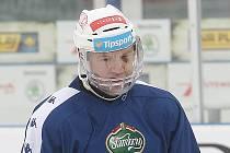 Hokejisty brněnské Komety posílil na ledě za Lužánkami útočník Petr Ton. Hrál s celoobličejovým krytem.