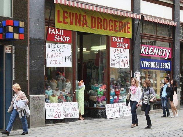 Nevkusné reklamy v ulicích v centru Brna mají podle plánu brzy zmizet.