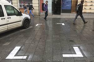 Dosud neznámý řidič si na brněnském náměstí Svobody namaloval vlastní parkovací místo.