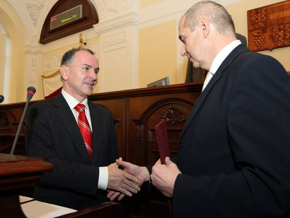 První zasedání nového zastupitelstva.
