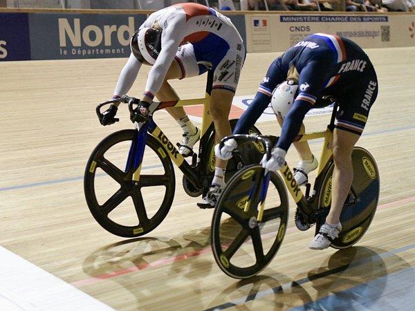 Pavel Kelemen zdolal světového šampiona Françoise Pervise (vtmavém).