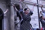 Flamencem oslavili Mezinárodní den tance tanečníci na brněnském Moravském náměstí.