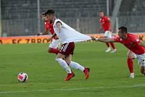 Fotbalový zápas mezi brněnskou Zbrojovkou a pražskou Spartou