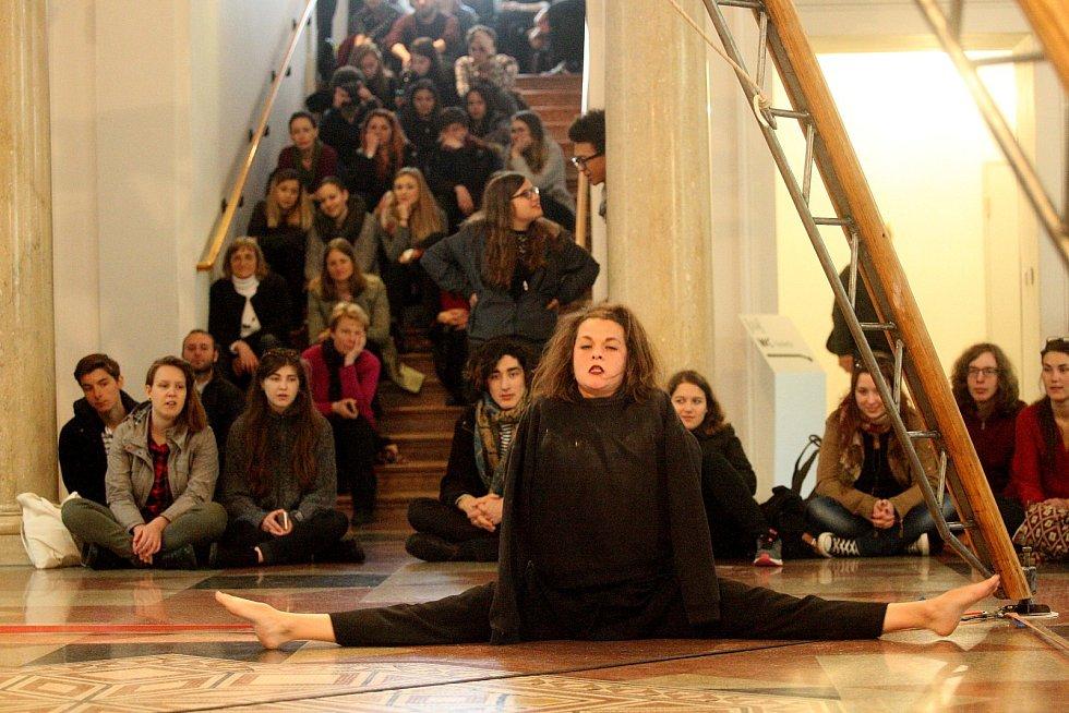 Festival francouzské kultury Bonjour Brno o víkendu nabídl hned několik nejočekávanějších akcí letošního programu: trhy Le Rendez Vous v centru Brna, vystoupení artistek v Moravské galerii a nedělní ochutnávku afrických specialit v Otevřené zahradě.