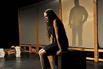 Buranteatr posunul postavy z Ibsenova dramatu Heda Gablerová věkem ke třicítce, kdy prožívají životní zlom.