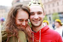 Brněnští studenti ve čtvrtek oficiálně zahájili letošní studentský majálesový měsíc. Tradiční stavbou májky na náměstí Svobody.