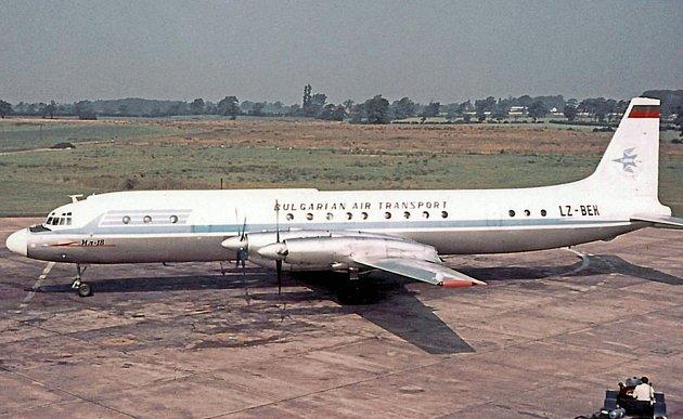 Iljušin Il-18podobný tomu, který havaroval na svahu kopce Sakrakopec osm kilometrů od letiště vBratislavě.