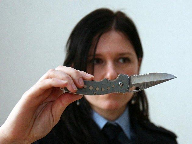 Nůž, kterým se dívka bránila.