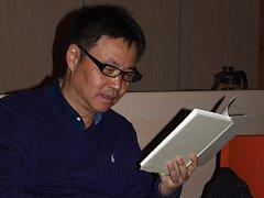 Jü Chua, jeden z nejúspěšnějších čínských spisovatelů, navštívil v pátek odpoledne Brno, aby českým čtenářům představil svůj poslední román Den sedmý.