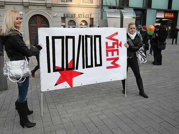 Pochod z náměstí Svobody za rychlejší internet pro všechny.