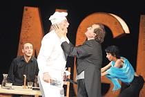Režisérem kabaretního představení pro dospělé Tingl Tangl je ředitel divadla Vlastimil Peška.