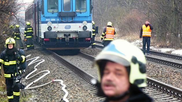 K požáru vlaku v Brně vyjelo sedm jednotek profesionálních a dobrovolných hasičů.