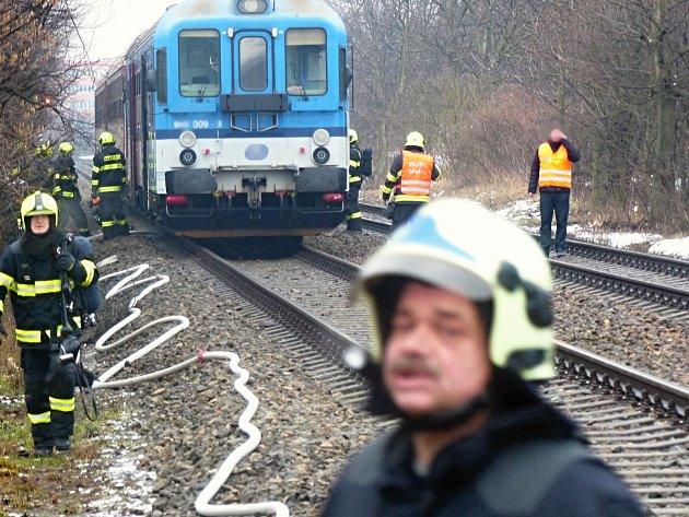 Ve vlaku začalo hořet. Soupravu musela v Bohunicích opustit stovka lidí