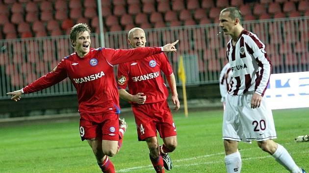 Luboš Kalouda (vlevo s Alešem Bestou a sparťanem Zdeňkem Pospěchem).