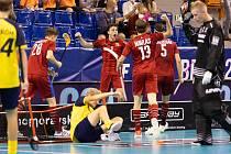 Čeští florbalisté (v červeném) porazili v semifinále na světovém šampionátu v Brně Švédsko a zahrají si o zlato.