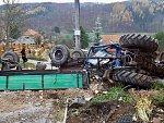 V Omicích se převrátil traktor se sutí. Řidič stroje na místě zemřel