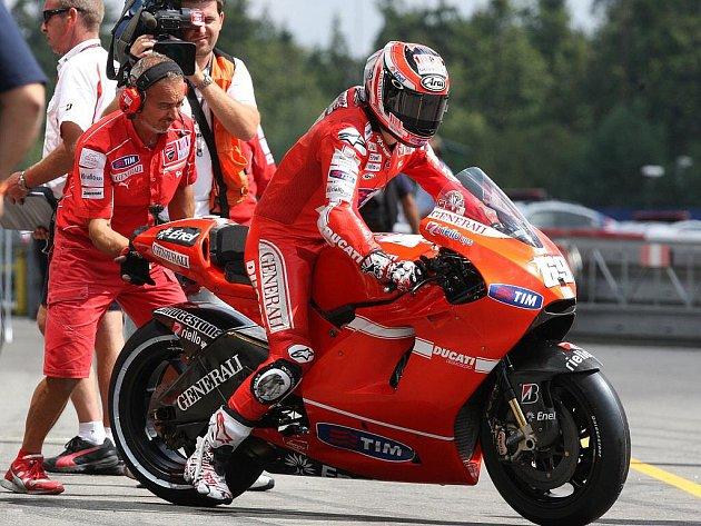 Nicky Hayden při  kvalifikačním závodu na Grand Prix v Brně.
