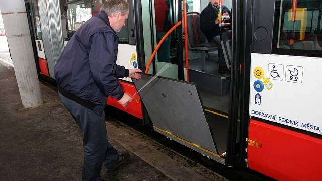 Nízkopodlažní autobus značky Citelis