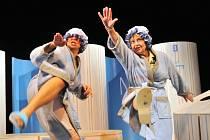 Na repertoáru Ořechovského divadla jsou už několik desítek let hlavně komedie. Z posledních let patří k nejúspěšnějším inscenace Paroháči nebo Babička v trenkách (na snímku).