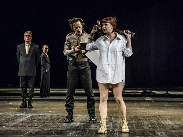 Inscenace Othello vrežii Rastislava Balleka.