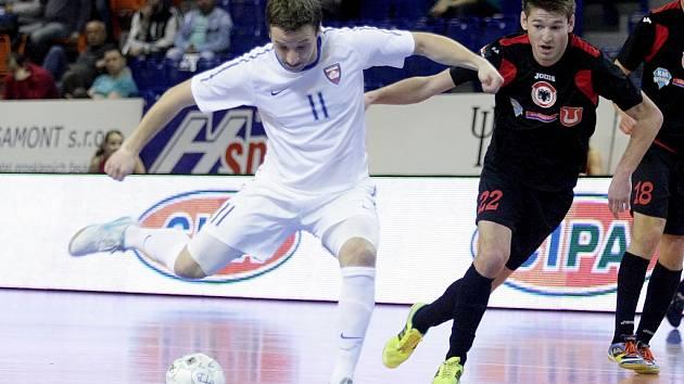 V úvodním duelu čtvrtfinále play off porazili futsalisté Tango hostující Benago 8:3.