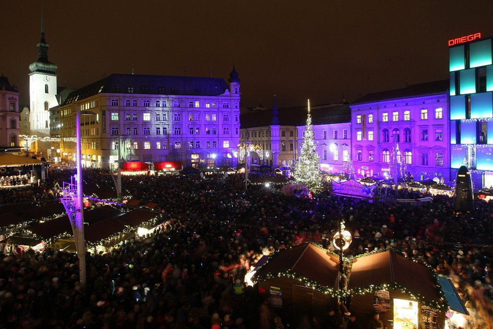 Slavnostní rozsvícení vánočního stromu na brněnském náměstí Svobody.