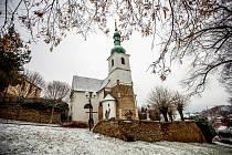 Na Brněnsko zavítala zima. Mikroregion Kahan se oblékl do bílého. Na snímku jsou Rosice a tamní kostel svatého Martina.